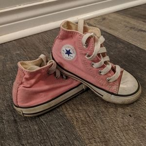 Little girls' Chuck Taylors